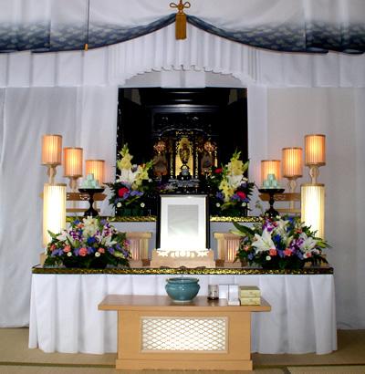 初盆祭壇 来光(お仏壇前飾り)