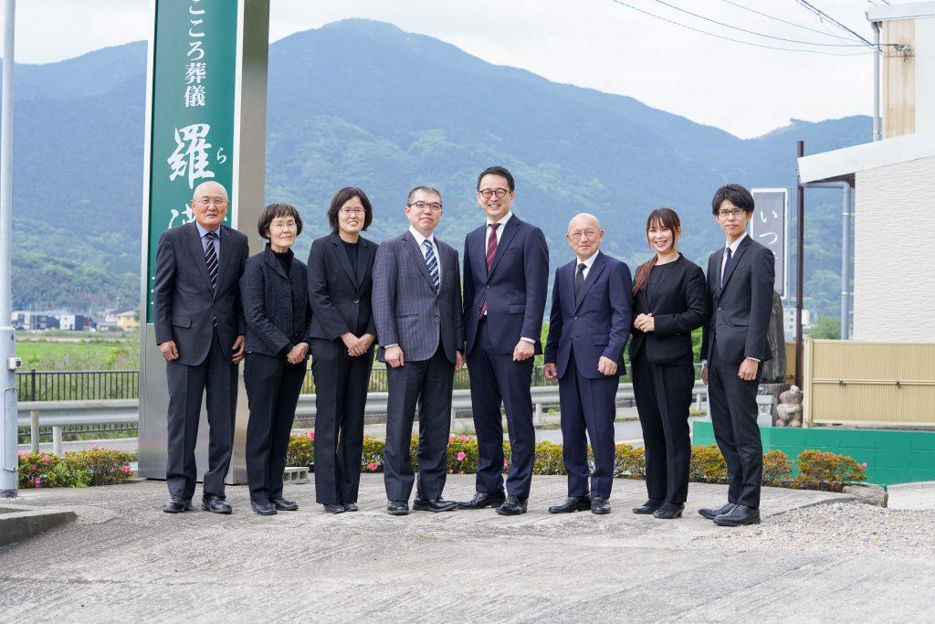 糸島の葬儀場「まごころ葬儀羅漢」スタッフ一同